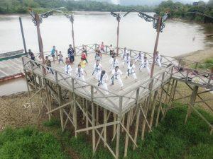 Lestarikan Warisan Leluhur, Satgas Pamtas Yonif Raider 200/BN Latih Anak Perbatasan Bela Diri Pencak Silat