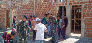Satgas Yonarmed 3/105 Tarik Berikan Penyuluhan Bela Negara dan Karya Bakti pembuatan MCK