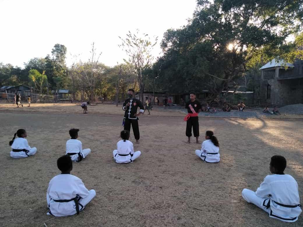 Satgas Yonarmed 3/105 Tarik Latih Anak- Anak Perbatasan Seni Bela Diri Silat