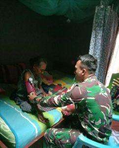Satgas Yonarmed 3/105 Tarik Berikan Pelayanan Kesehatan Gratis Kepada Lansia