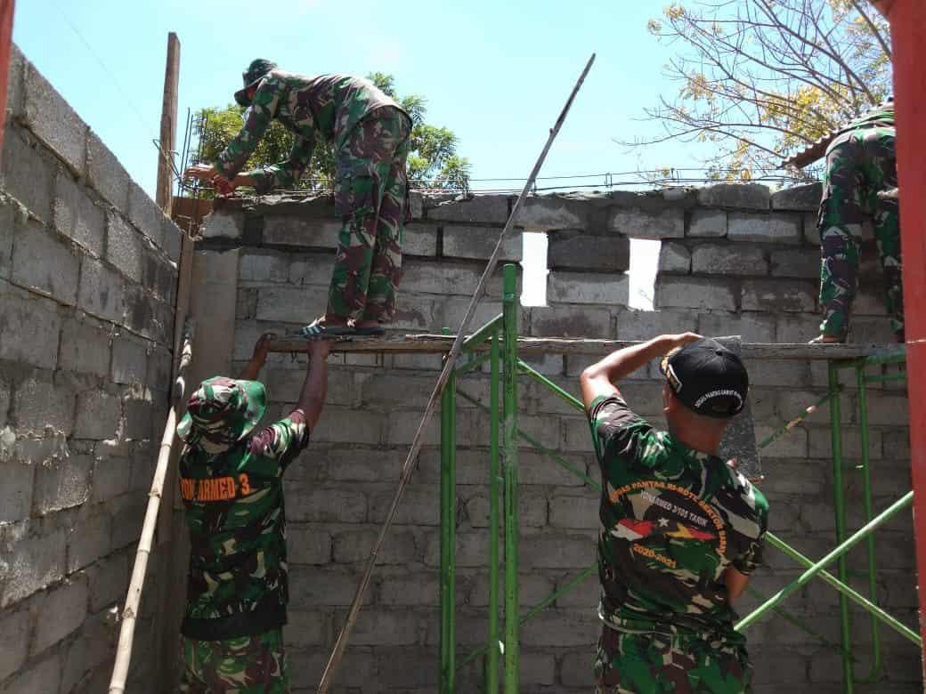 Kerja Keras Sejahterakan Masyarakat, Satgas Yonarmed 3/105 Tarik Bangun Dapur TK Dharma Wanita