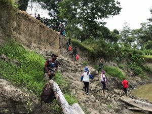 Empat Hari Jelajahi Papua, Satgas Yonif 312 Gelar Bakti Sosial di Kampung Morlof