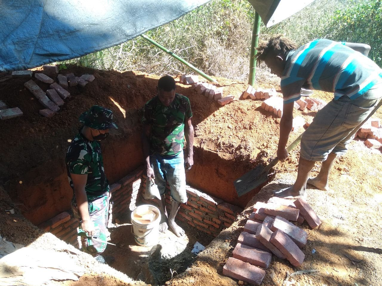 Satgas Yonif 125/Si'mbisa Bangun MCK, Warga Yanggandur Merauke Tak perlu Lagi Mandi di Sungai