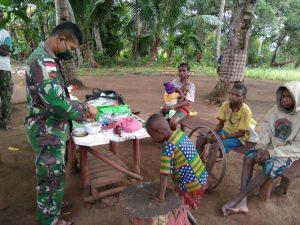 Berkeliling Kampung Kondo, Satgas Yonif 125 Berikan Pelayanan Kesehatan Gratis