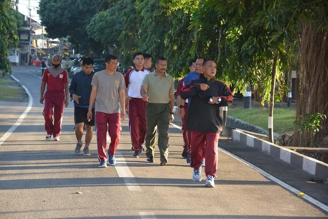 Sinergitas dan Soliditas Terjalin baik, Korem Wira Bhakti dan Polda NTB Gelar Olahraga Bersama