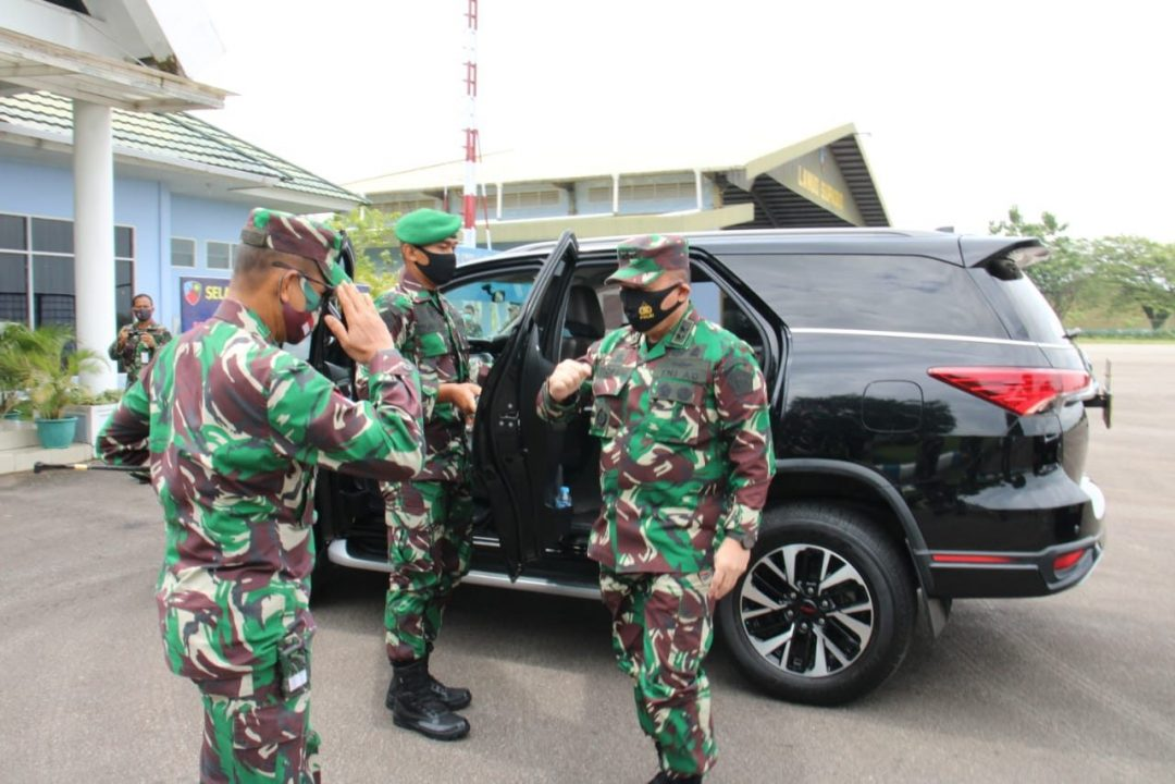 Pangdam XII/Tpr Sambut Kedatangan Asops Panglima TNI Cek Kesiapan Satgas Yonif 642/Kps
