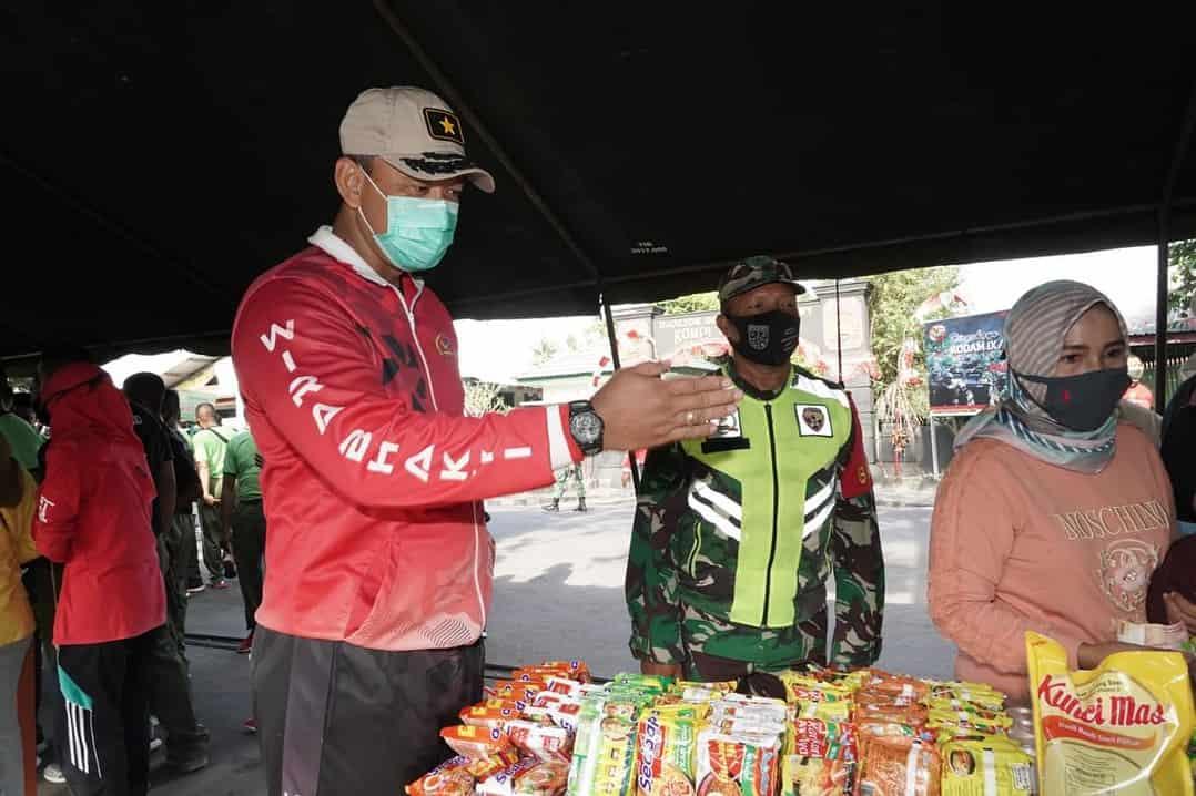 Ringankan Kebutuhan Keluarga Prajurit, Korem 162/WB Gelar Pasar Mandiri di Asrama Gebang