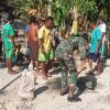 Atasi Kesulitan Warga Baudaok, Satgas Yonif RK 744 Perbaiki Pipa Air