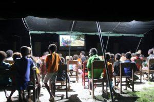 Sajikan Hiburan dan Edukasi, Satgas Yonif R 100 Gelar Nobar Bersama Anak Perbatasan