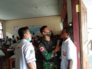 Sayangi Pelajar Papua, Satgas Yonif 312/KH Gelar Pemeriksaan Kesehatan di SMPN 1 Web
