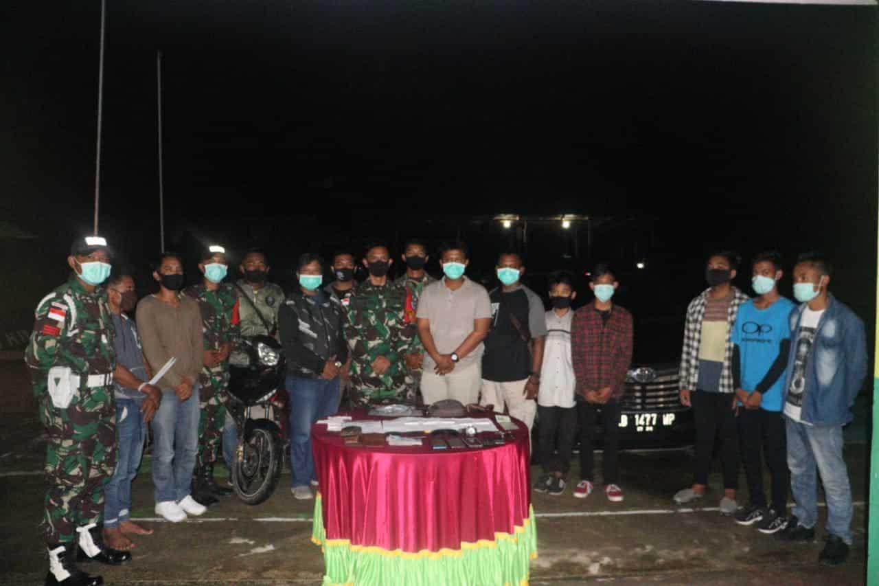 Satgas Yonif 642/Kapuas Amankan Sindikat PMI Ilegal di Entikong