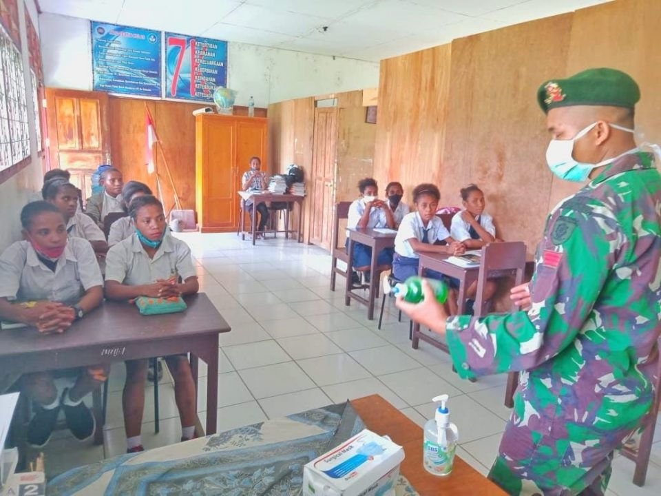 Satgas Yonif MR 413 Kostrad Gencarkan Sosialisasi Pencegahan Covid-19 di Papua