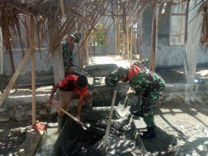 Persiapan PMB Tatap Muka, Satgas Yonif 732/Banau Perbaiki Ruang Sekolah di SMK 11 Teluk Elpaputih