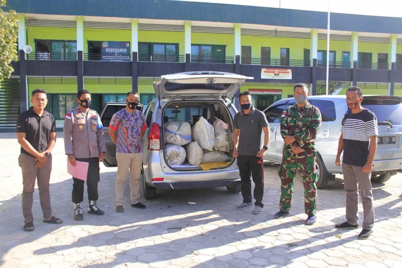 Satgas Yonif RK 744 Gagalkan Penyelundupan Kayu Cendana