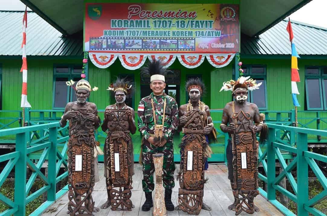 Empat Tetua Adat Asmat Turut Resmikan Koramil 1707-18/ Fayit