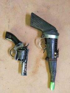 Satgas Yonif MR 413 Kembali Menerima 2 Pucuk Senjata Rakitan dari Warga Papua