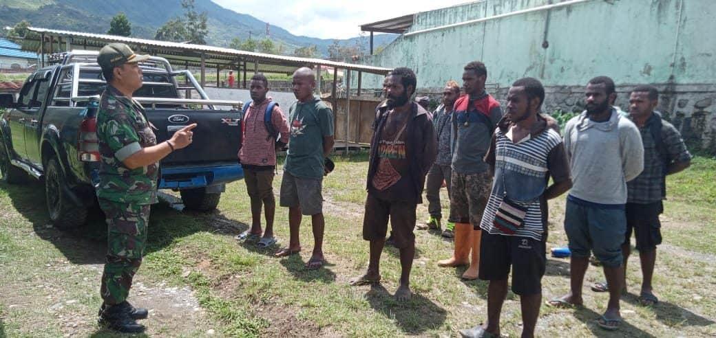 Koramil 08 Karubaga Sosialisasikan Rekrutmen Prajurit TNI AD Pemuda Asli Papua