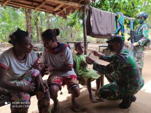 Satgas Pamtas Yonif 125/Si'mbisa Sambangi Warga Toray Berikan Layanan Kesehatan dan Bagikan Extra Fooding