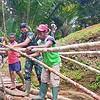 Aksi Cepat, Satgas Pamtas Yonif Mekanis 516/CY Buat Jembatan Penyeberangan Darurat