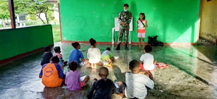 Bimbingan Belajar Satgas Yonif R 100/PS Cerdaskan Anak Workwana