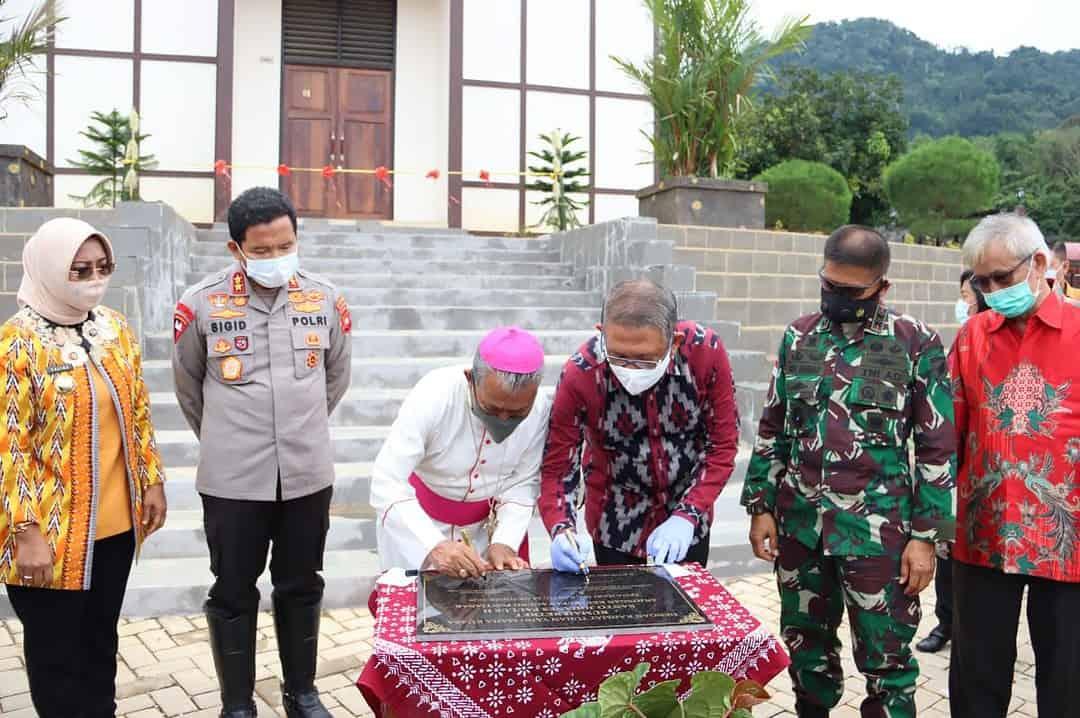 Bersama Gubernur Kalbar, Pangdam Resmikan Rumah Retret Santo Johanes Paulus II Anjongan