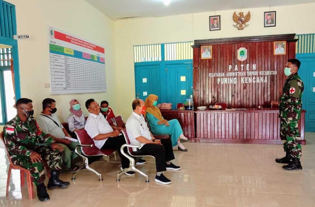 Penyuluhan dan Pemeriksaan Kesehatan Dari Satgas Yonif 407/PK untuk Masyarakat Puring Kencana