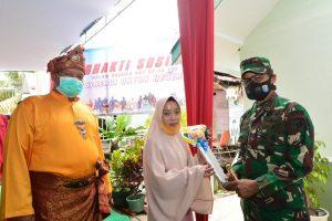 Tangis Haru Salmah Saat Terima Bantuan Bedah Rumah Kodam XII/Tanjungpura