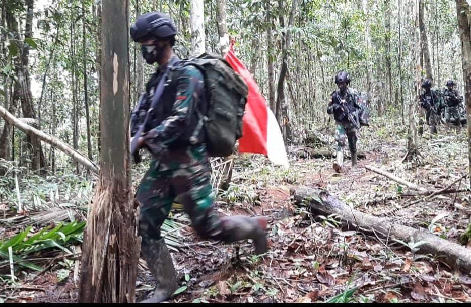 Jaga Kedaulatan Negara, Satgas Yonif Mekanis 516/CY Patroli Patok Batas Negara
