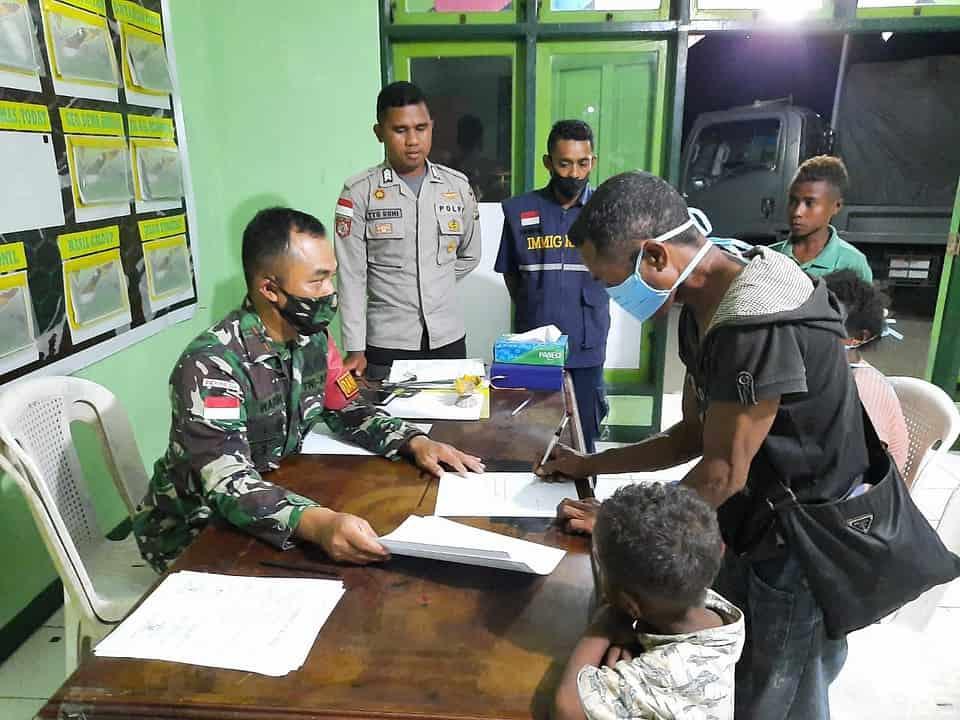 Buka Lahan di Naktuka, 4 WN Timor Leste Diamankan Satgas Yonarmed 3/105 Tarik