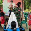Peduli Kesehatan Balita, Satgas Yonif 407/PK Berikan Pelayanan Posyandu