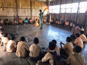 Satgas Yonif 312 Tanamkan Nilai Disiplin pada Anak-Anak Senggi Melalui Kepramukaan
