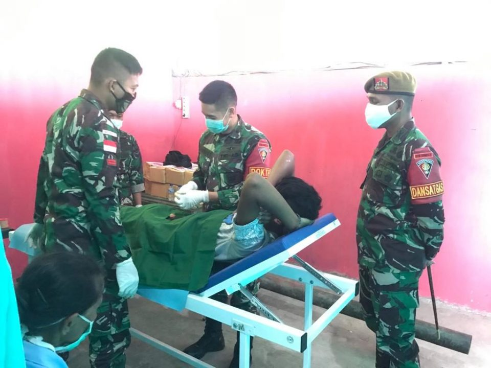 Sambut HUT ke- 75 TNI, Satgas Yonarmed 3/105 Tarik Gelar Khitanan Massal