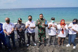 Lestarikan Ekosistem Laut, Korem 162/WB Tanam Terumbu Karang Di Senggigi