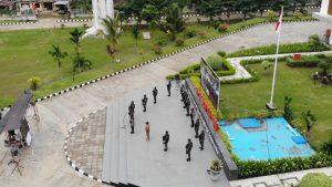 HUT ke-75 TNI, Satgas Yonif MR 413/Kostrad Vicon bersama Presiden RI