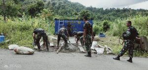 Kesulitan Air, Satgas Yonif R 100 Bangun Bak Penampungan di Kampung Ukswar