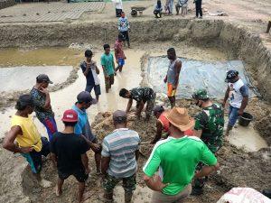 Bersama Aparat Pemerintah Kampung Kuler, Satgas Pamtas Yonif 125 Fasilitasi Warga Membuat Batu Bata