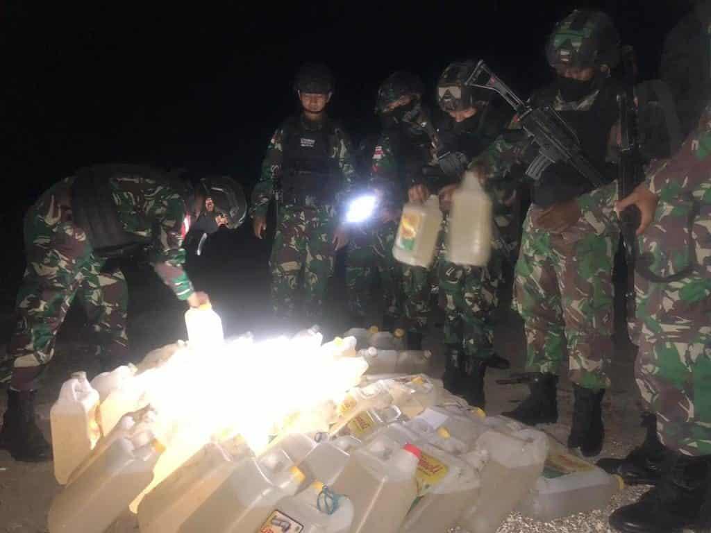 Penyelundupan 300 Liter BBM Digagalkan Satgas Yonif RK 744 di Perbatasan RI-RDTL