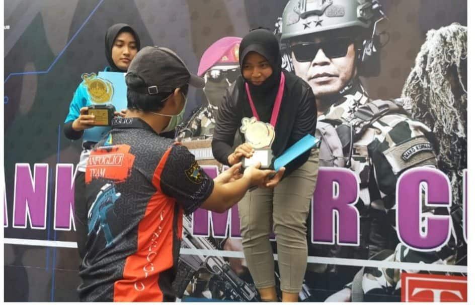Harumkan Kodam III/Siliwangi, Serka (K) Anisya Raih Juara Pertama Lomba Tembak Dankormar Cup