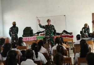 Tanamkan Cinta Tanah Air Generasi Muda, Satgas Yonarmed 3/105 Tarik Adakan Pameran Senjata Di Sekolah