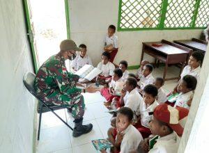 Kekurangan Guru di Perbatasan, Personel Satgas Pamtas Yonif Mekanis 516/CY Jadi Tenaga Pengajar