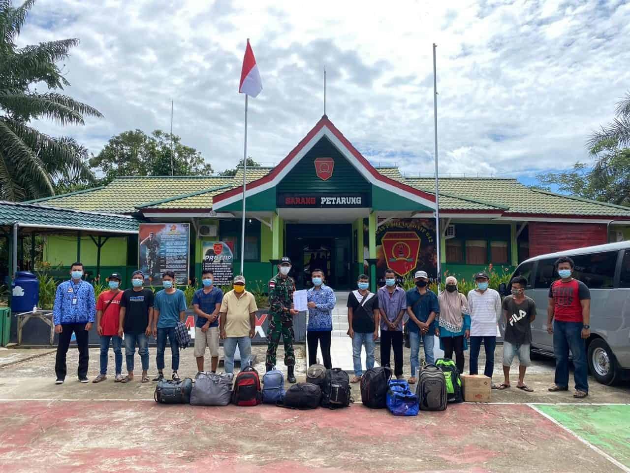 Perketat Pengawasan, Satgas Yonif 642/Kps Amankan 27 Orang Pekerja Migran Indonesia Non Prosedural