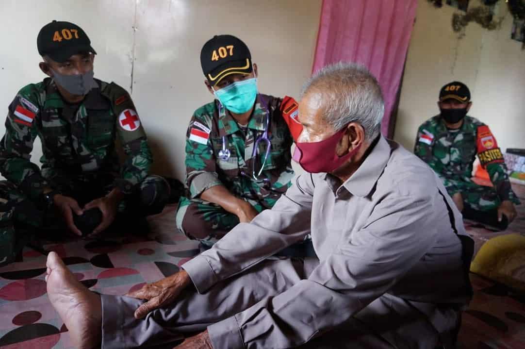 Peduli Veteran di Perbatasan, Satgas Pamtas Yonif 407/PK Berikan Pelayanan Kesehatan