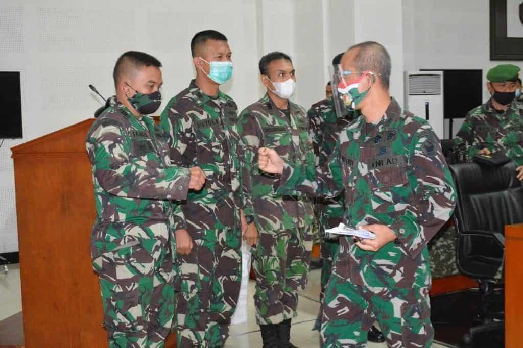 Dua Perwira TNI AD Raih Penghargaan Selesai Pendidikan di Luar Negeri