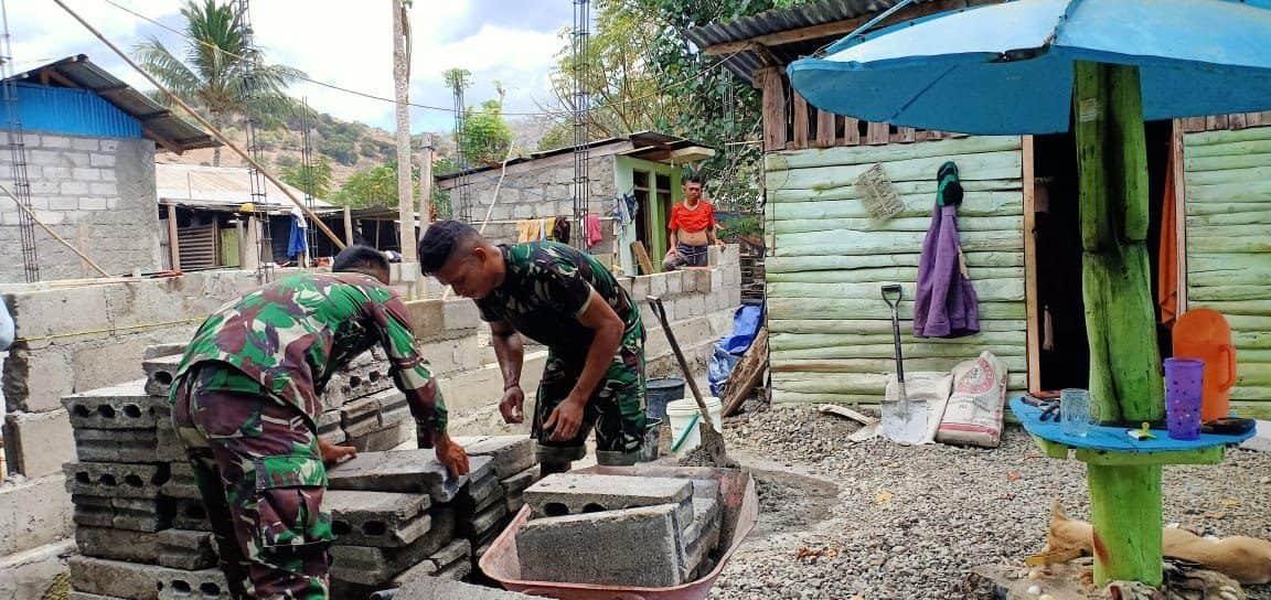 Satgas Pamtas RI-RDTL 744/SYB Bantu Pembangunan Rumah Filomino