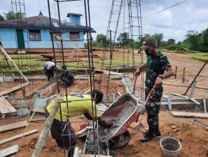 Satgas Pamtas Yonif Mekanis 516/CY Bersama Masyarakat Gotong-Royong Bangun Gereja