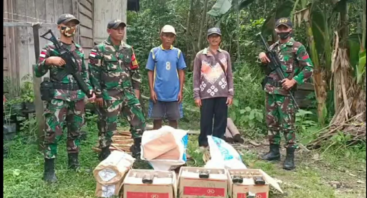 Satgas Yonif 407 Gagalkan Penyelundupan Miras dan Rokok Ilegal dari Malaysia