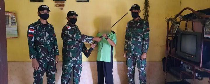 Beri Pemahaman Tentang Bahaya Kepemilikan Senjata Api Ilegal, Satgas Yonif 642 Kapuas Kembali Terima Satu Pucuk Senjata Dari Warga