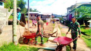 Satgas Pamtas RI-Malaysia Yonif R 200/BN Bantu Pembangunan Lapangan Olahraga di Apauping