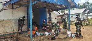 Bantu Pengecatan GPI Tomerau, Bakti Satgas 125 Untuk Warga Perbatasan RI-PNG