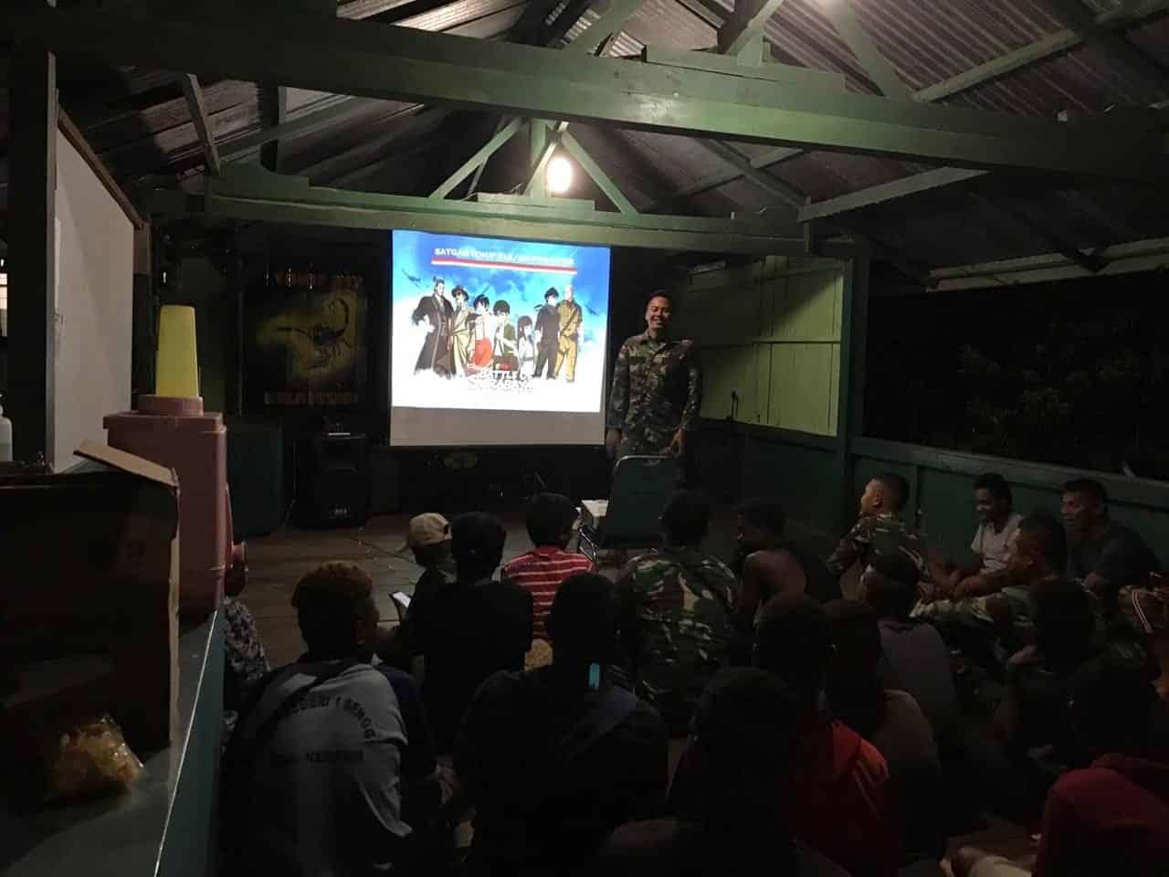 Maknai Hari Pahlawan, Satgas Yonif 312 Bersama Anak Perbatasan Nobar Film The Battle of Surabaya